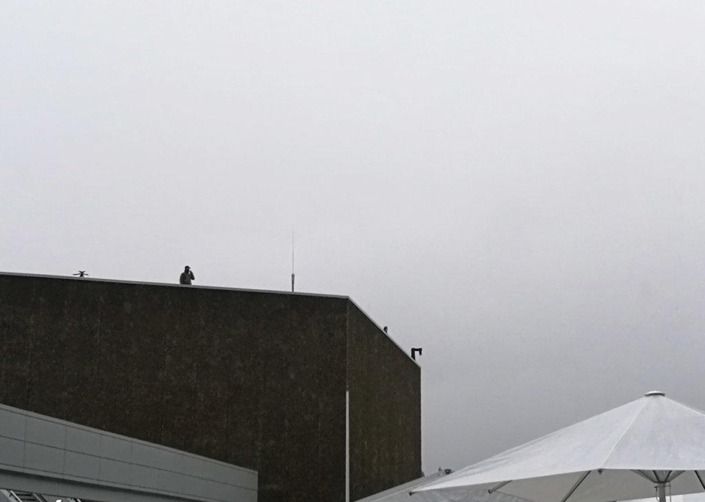 Vermummte auf dem Dach