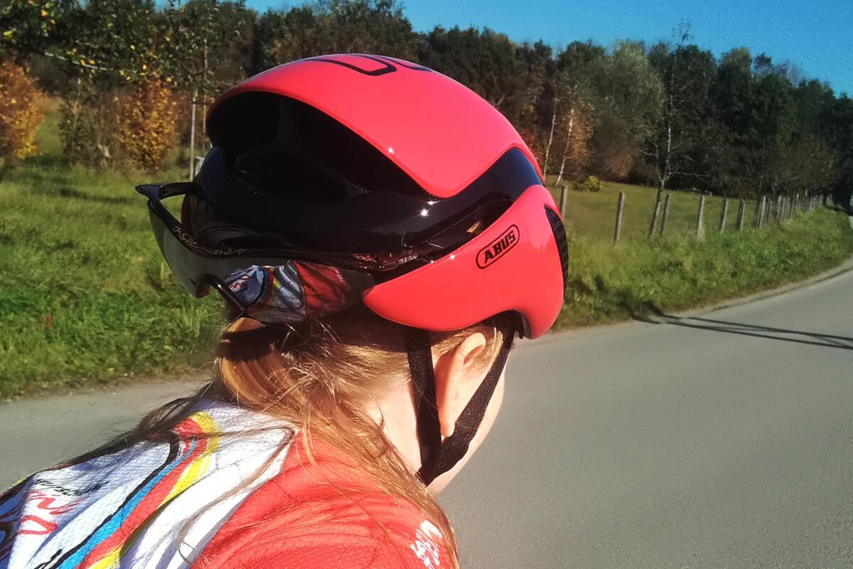 Abus Gamechanger Helme mit Profidesign: Brillenverstaufach
