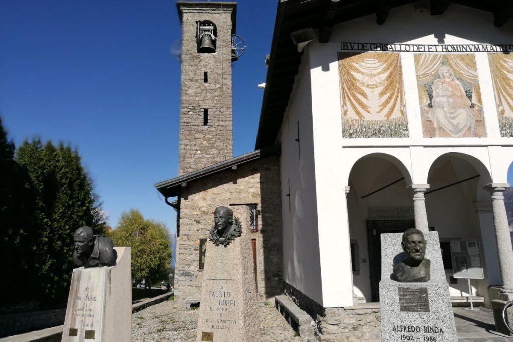 Büsten vor der Madonna del Ghisallo